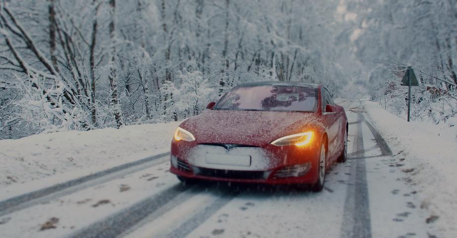 Tesla Model S Snow