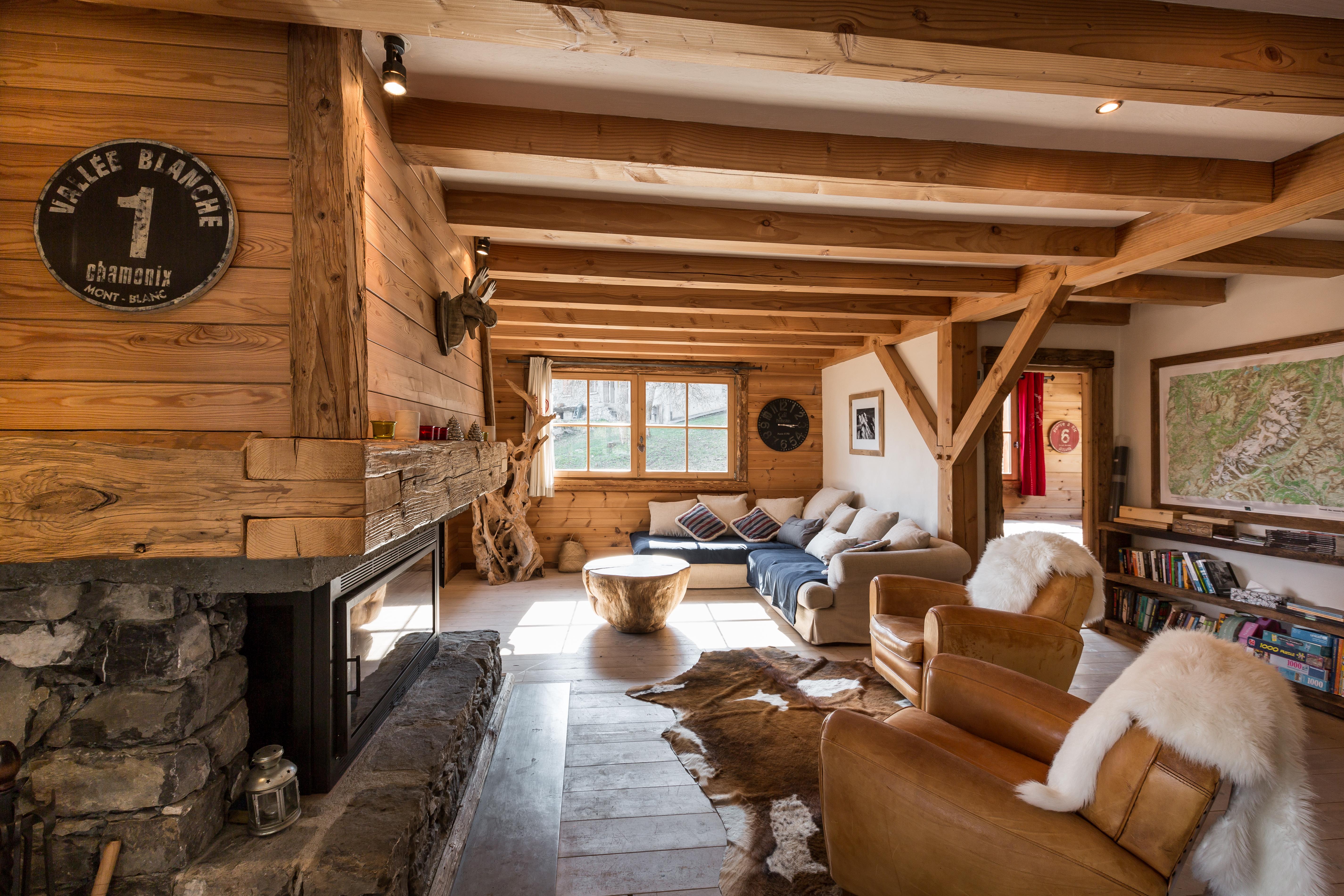 Salon et cheminée Le Chalinois
