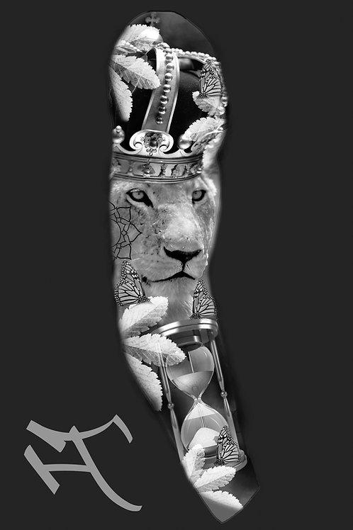 Leijonakuningatar, perhoset ja tiimalasi, hihan ulkosyrjä
