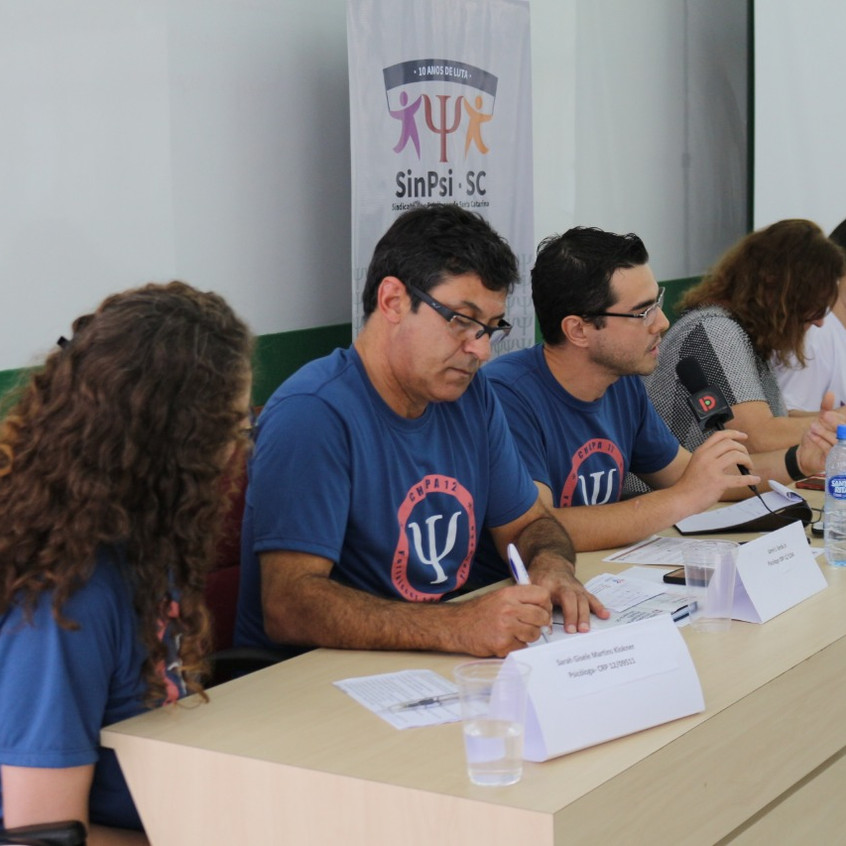 Foto debate mesa