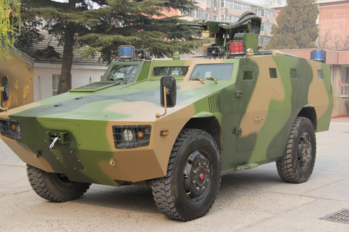 High-mobility off-road anti-riot police vehicle