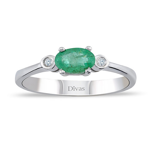 Emerald Ring with side Diamonds