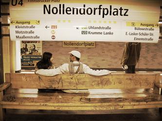 برلين .. إعبر زجاجها وستصغي اليك