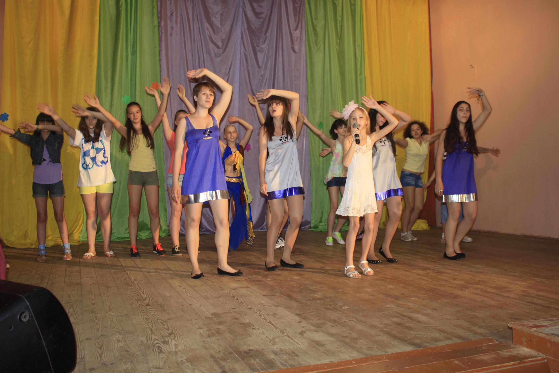 Концерт в детском лагере