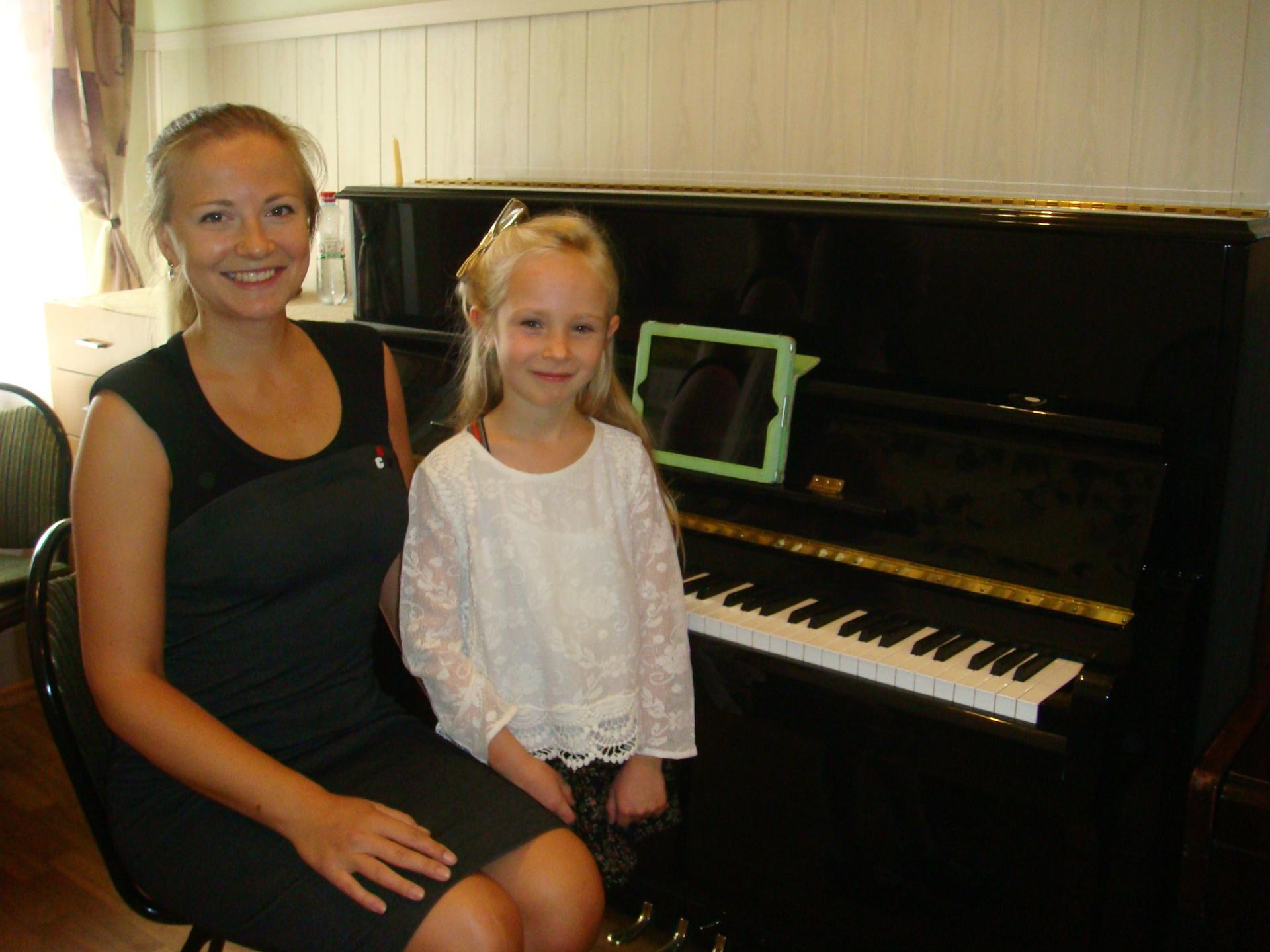 Неделька Олеся с ученицей Эммилией