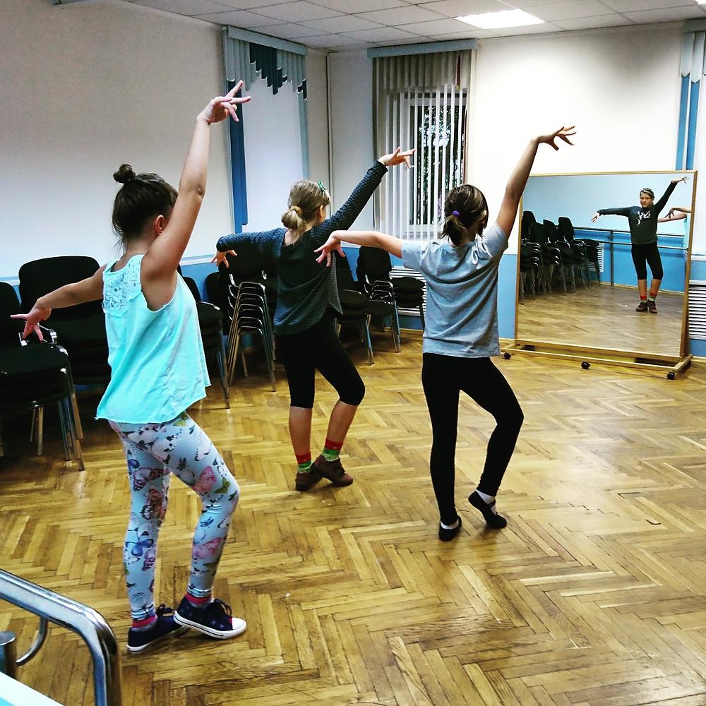 Танцы средней группы