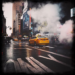 yellow-cab-in-new-york-street-scene-(cre