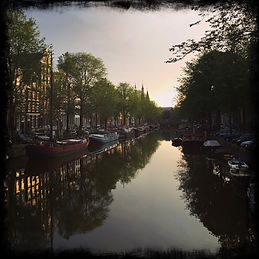 morning-light-on-keizersgracht-canal-in-