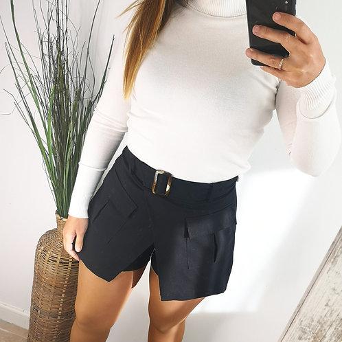 Shorts con faldón