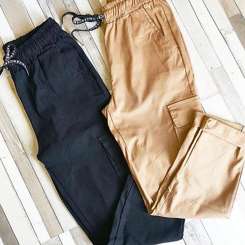 Pantalón elástico con bolsillos laterales