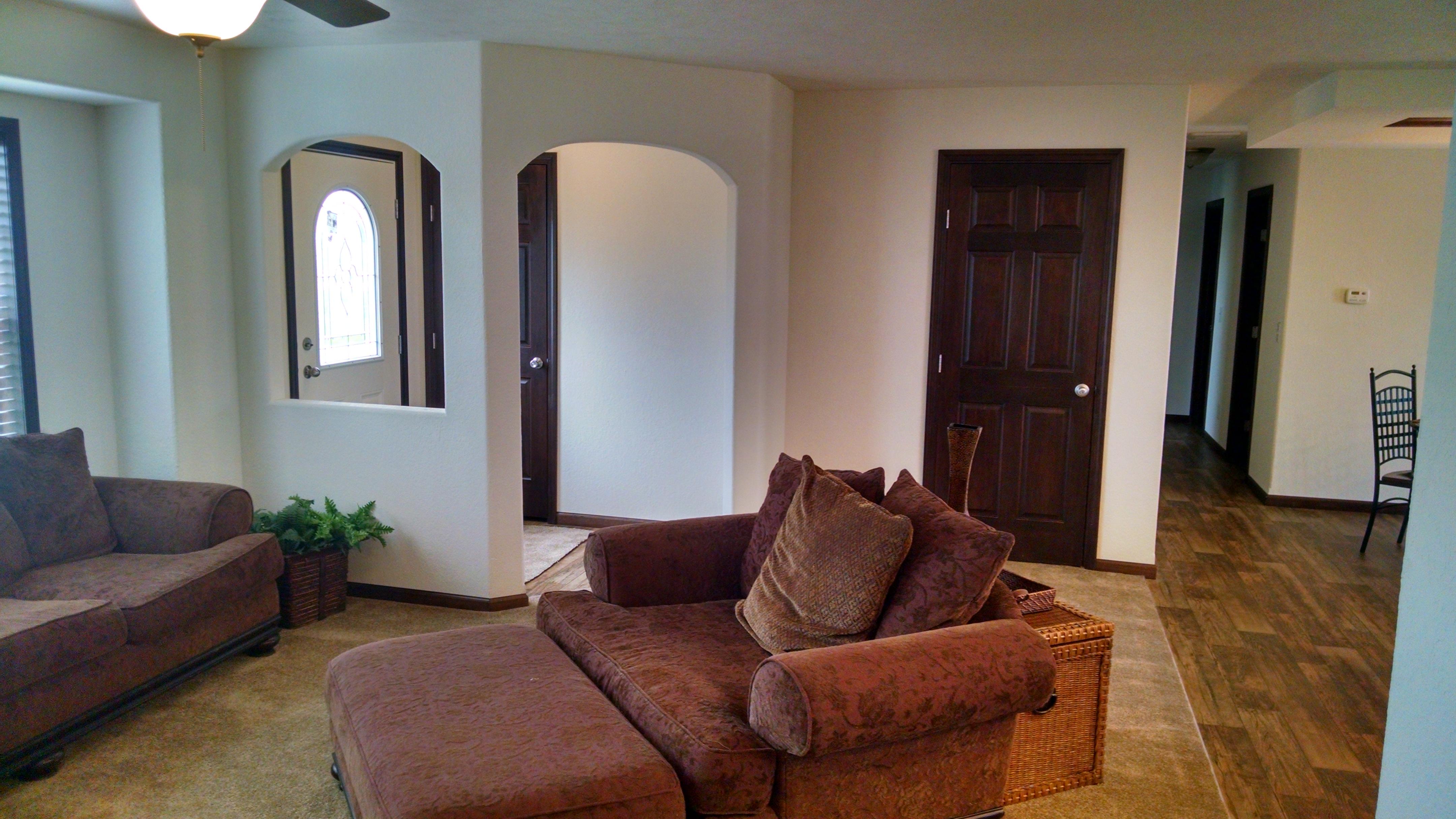 Arched Foyer w/ Coat Closet