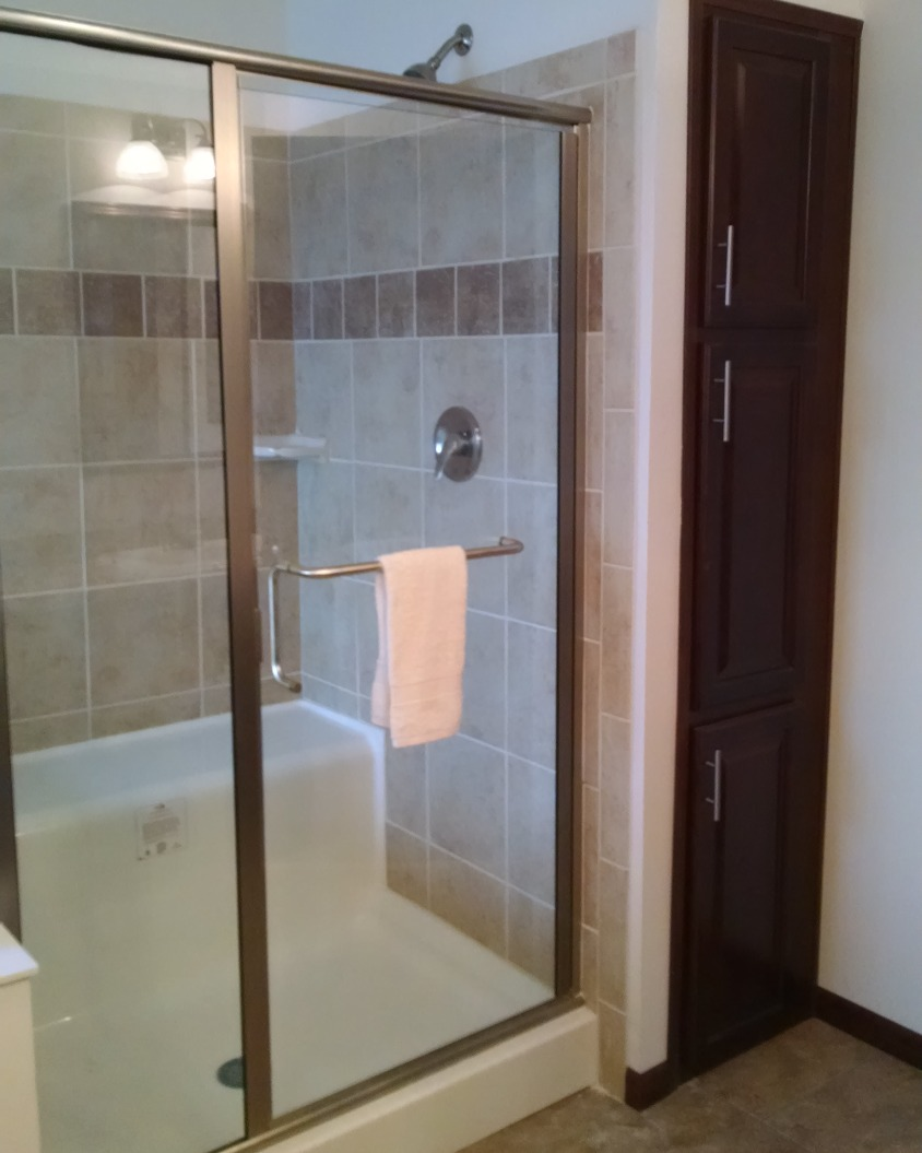 4' X 4' Glass Shower w/ Bench