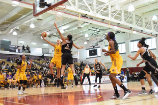Los Angeles Sparks Gazes Past the Stars in Preseason Matchup, 73-59