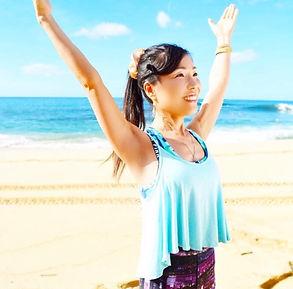 Happy Hatsmi Yoga - ヨガ インストラクター Emi