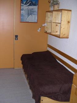 Side Bedroom - 2 Single Beds