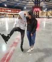 @kiet_bruitsman met TravelDudes hoodies op de schaatsbaan