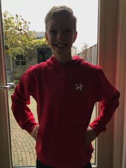 @stephanwillekes met zijn rood met witte ballonhond kinder trui