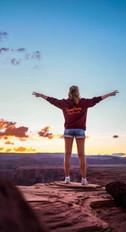 @irismodder met haar TravelDudes hoodie bij de horseshoe bend in Amerika