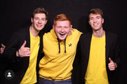 @oli4thijssen in zijn gele hoodie met John en Bart na de JubileumShow 2019