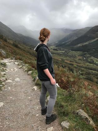 @anoukheetesonne in haar LimitedEdition TravelDudes hoodie in Schotland