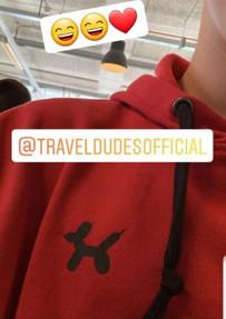 @daankattouw met zijn rood met zwarte TravelDudes hoodie