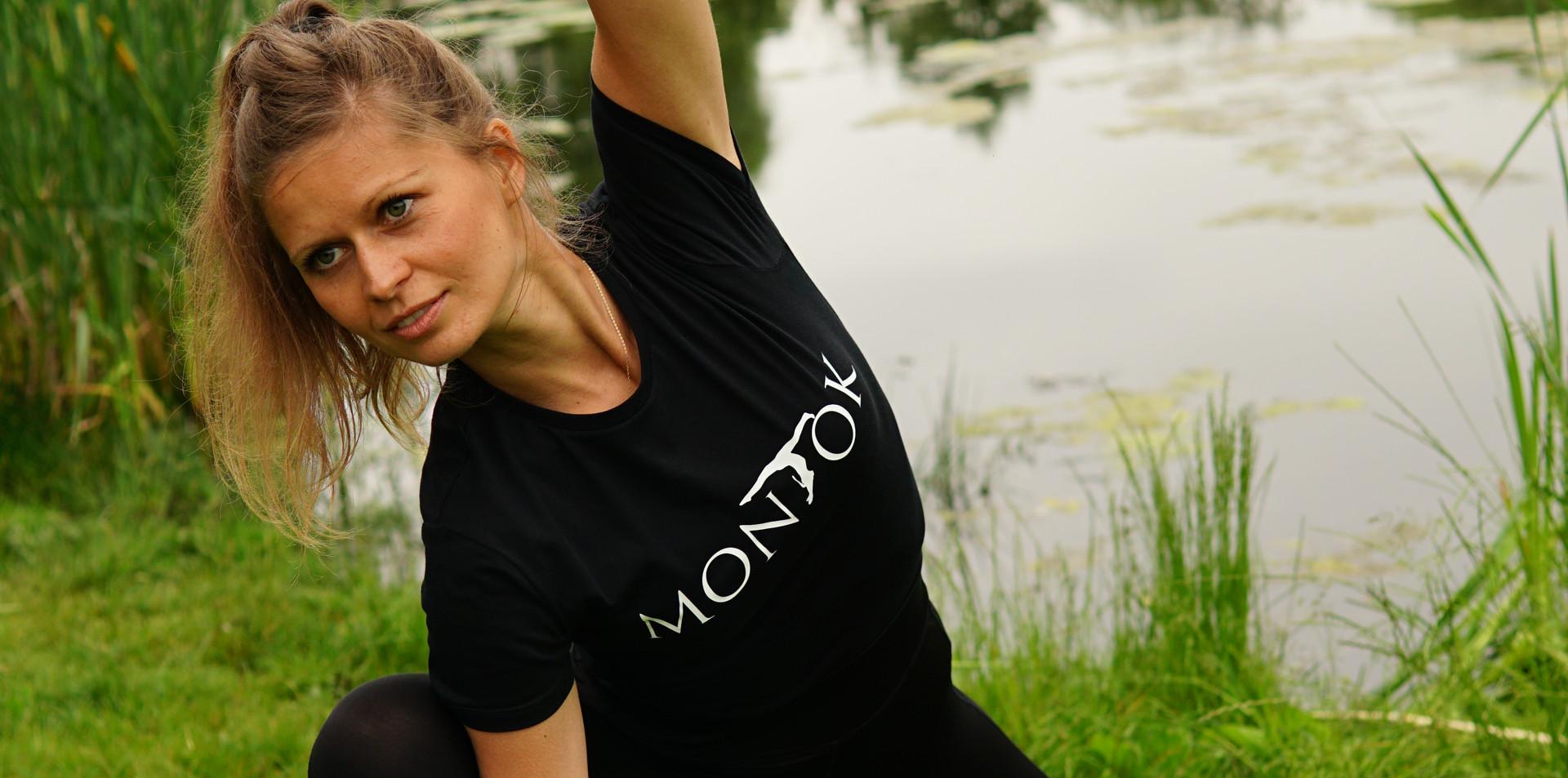 """Koszulka """"MONTOK"""" czarna"""