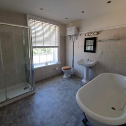 room-2-bathroom-the-retreat-new-forest