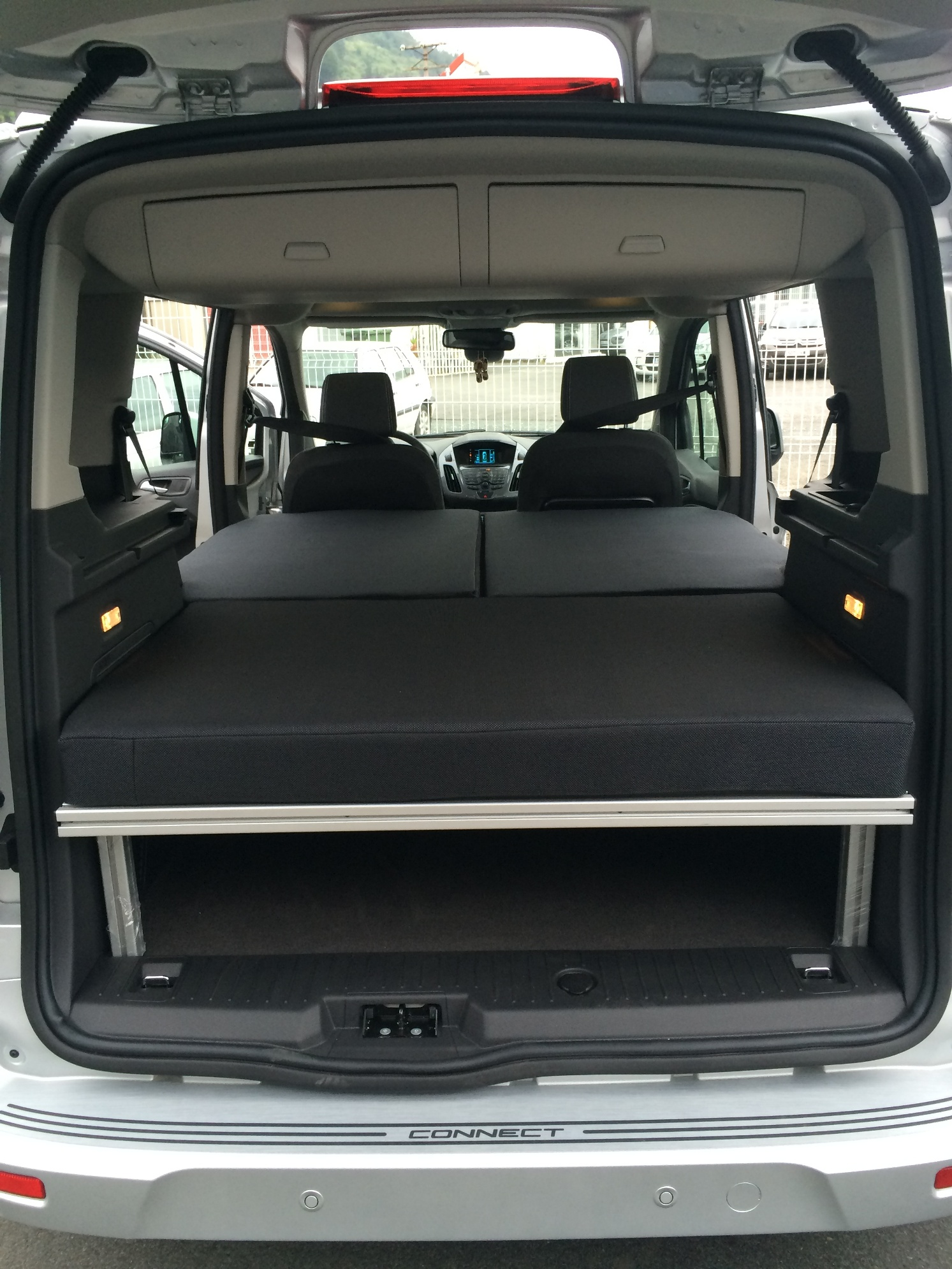 FORD TOURNEO 4