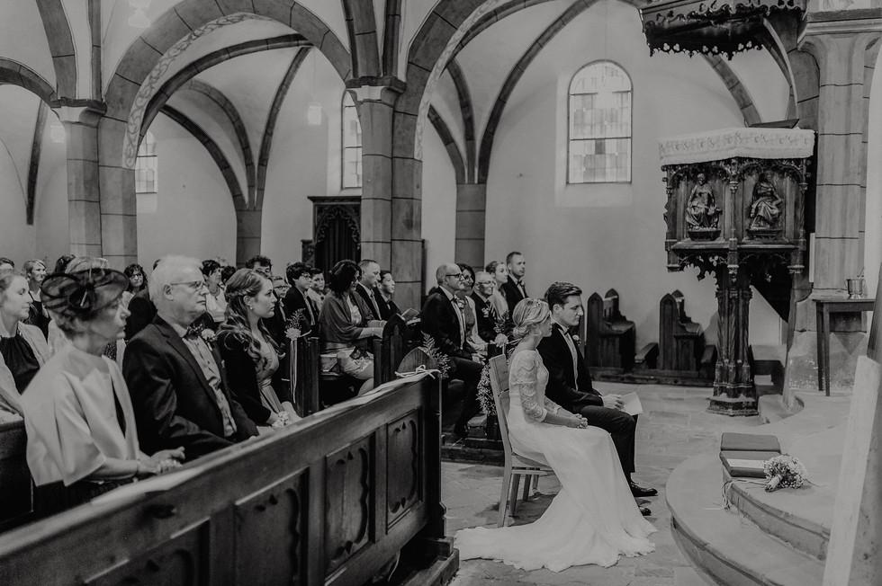 Hochzeitsfotograf_Köln_Bonn_Euskirchen_Mechernich_Burghof_Kommern_50.jpg