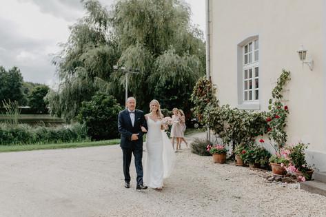 Hochzeitsfotograf_Köln_Bonn_Euskirchen_Burg_Flamersheim_038.jpg