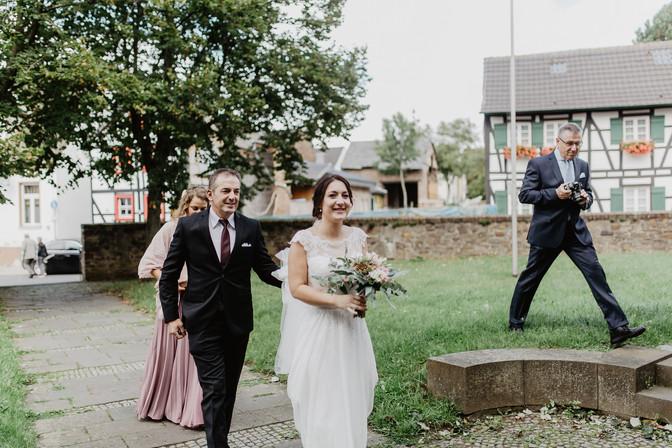 Hochzeitsfotograf_Köln_Bonn_Euskirchen_Burg_Lüftelberg_041.jpg