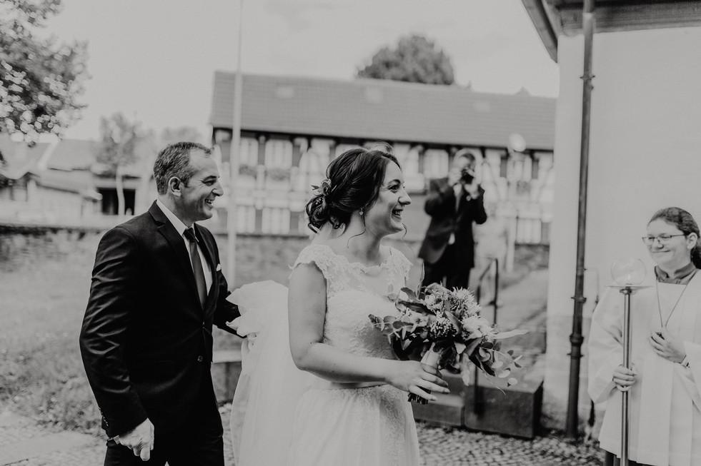 Hochzeitsfotograf_Köln_Bonn_Euskirchen_Burg_Lüftelberg_042.jpg