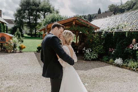 Hochzeitsfotograf_Köln_Bonn_Euskirchen_Mechernich_Burghof_Kommern_17.jpg