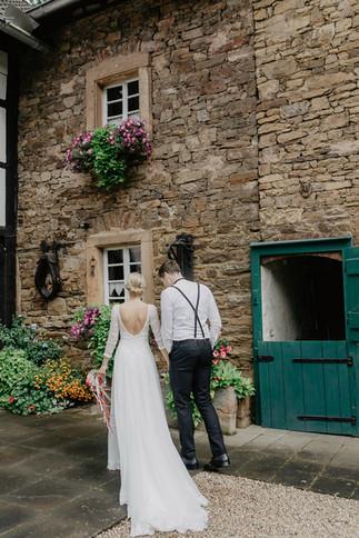 Hochzeitsfotograf_Köln_Bonn_Euskirchen_Mechernich_Burghof_Kommern_35.jpg