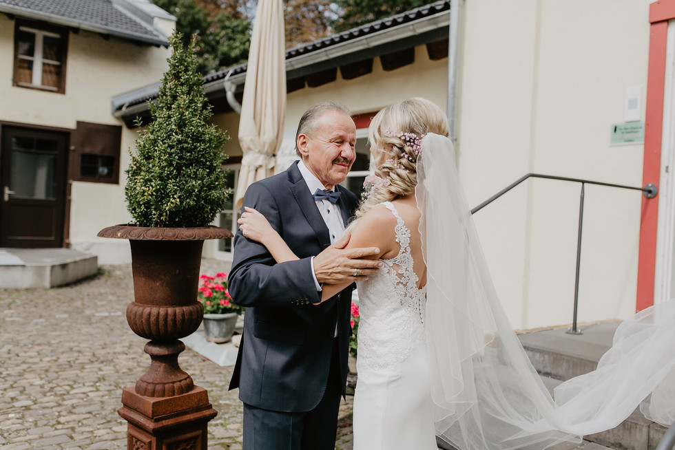 Hochzeitsfotograf_Köln_Bonn_Euskirchen_Burg_Flamersheim_037.jpg