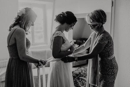 Hochzeitsfotograf_Köln_Bonn_Euskirchen_Burg_Lüftelberg_028.jpg