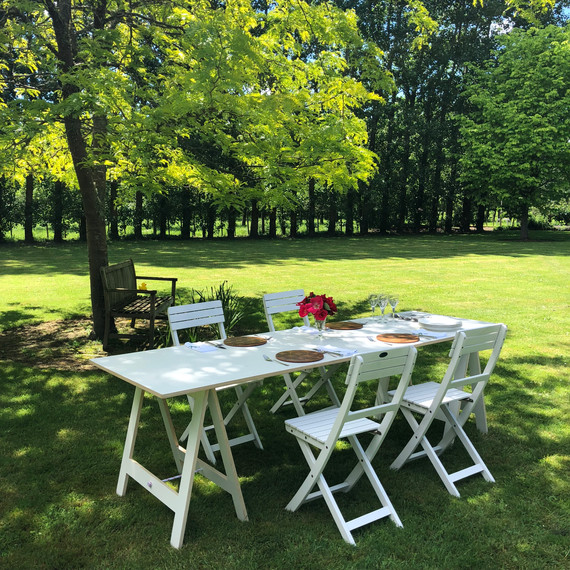 Summer lunch on the lawn.
