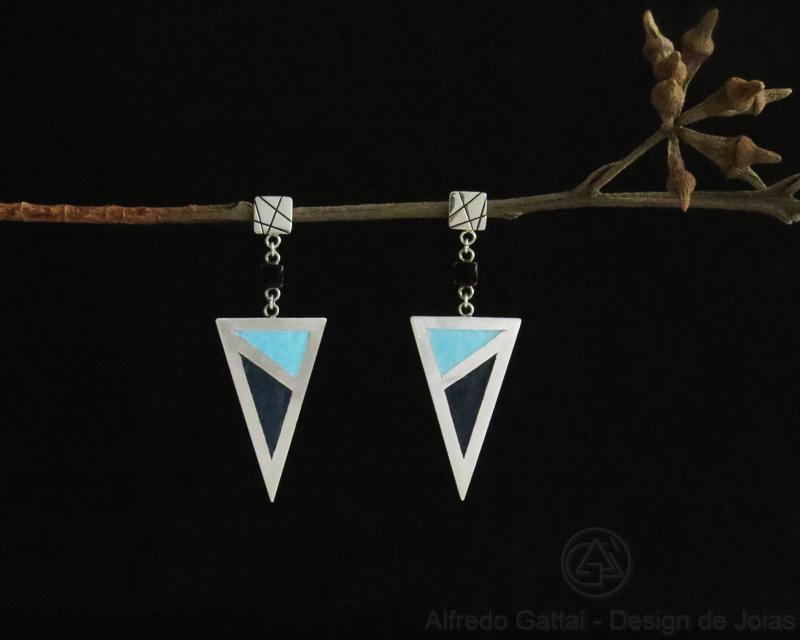 Brinco Triângulo Alongado