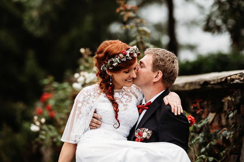 Svatebni_polibek