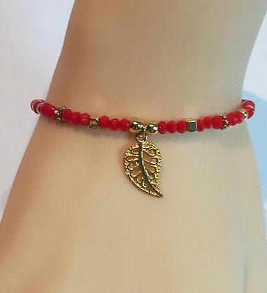 Bracelet doré/perle rouge à facette feuille