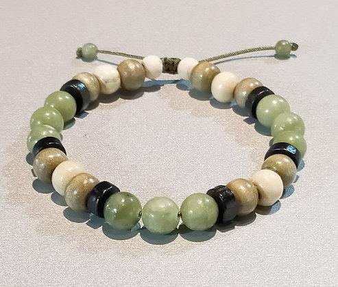 Perles en bois kaki/blanc/noir + agate verte, ajustable