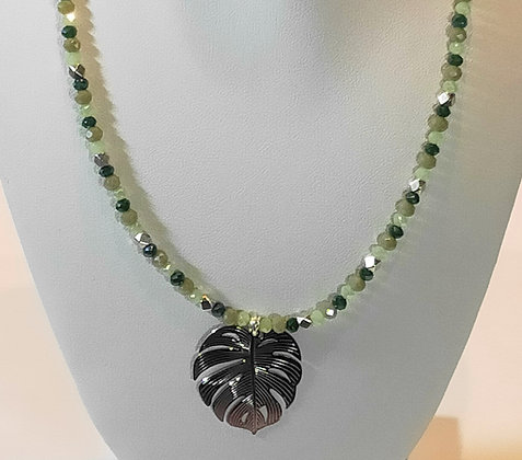 Tour de cou perles à facettes feuille de palmier argenté