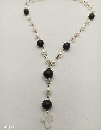 Collier en perles de culture blanche/agate noire/doré