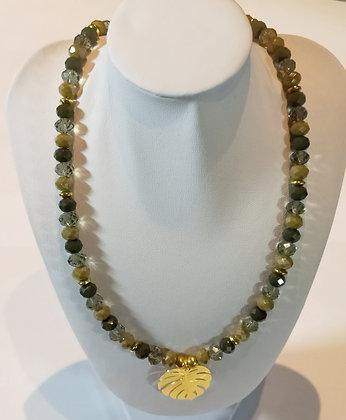 Collier perles à facettes feuille de palmier doré
