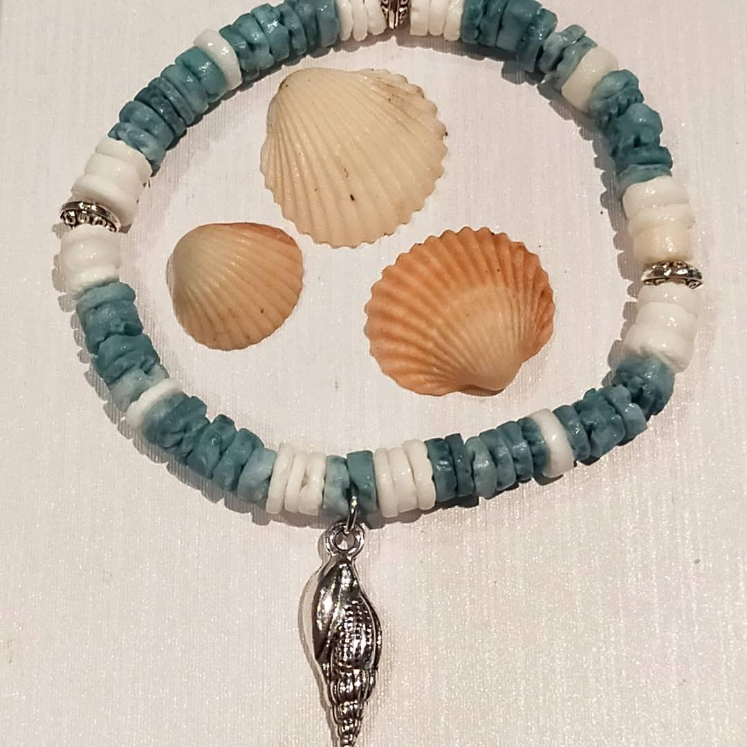 Bracelet en perles de coquillage
