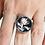 Thumbnail: Bague réglable ronde noire fleur blanche