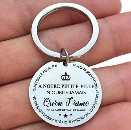 """Porte-clés """"A notre petite fille"""" de la part de papi et mamie"""