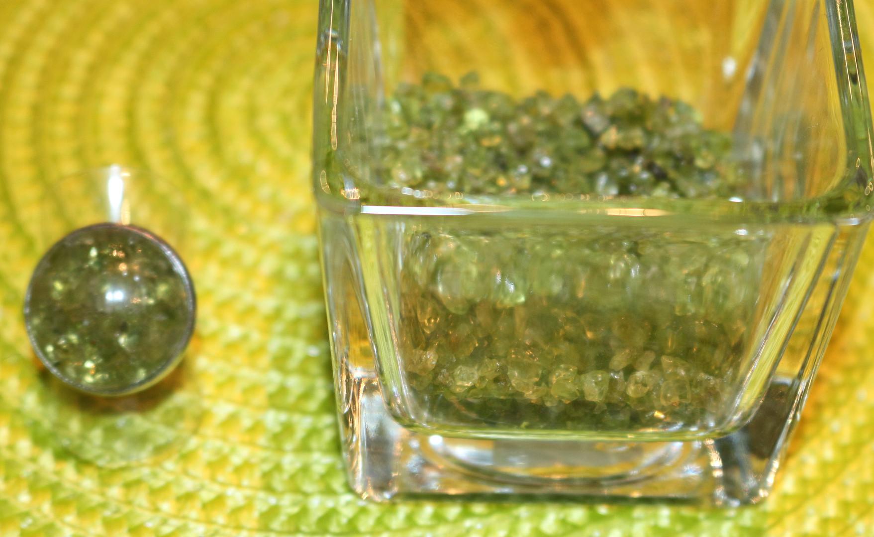 Bague ronde pierres verte