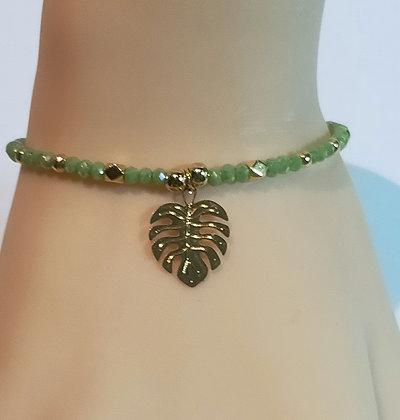 Bracelet doré/perles verte à facettes feuille de palmier