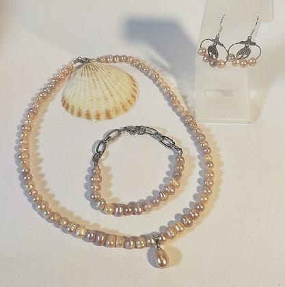 Parure en perles naturelles d'eau douce